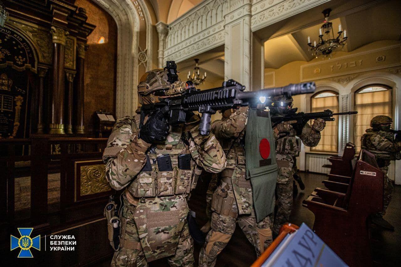 СБУ штурмовала синагогу, захваченную террористами