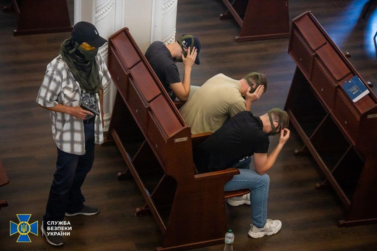 Террористы взяли заложников в синагоге Бродского в Киеве