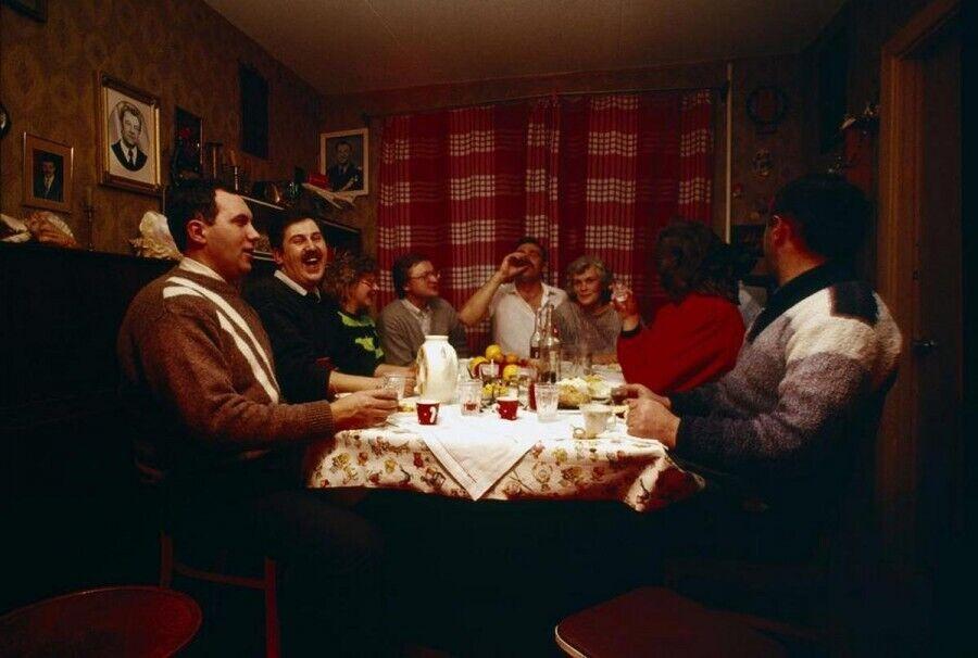 """Хамський стиль спілкування в СРСР: """"тикання"""", панібратство, грубість"""