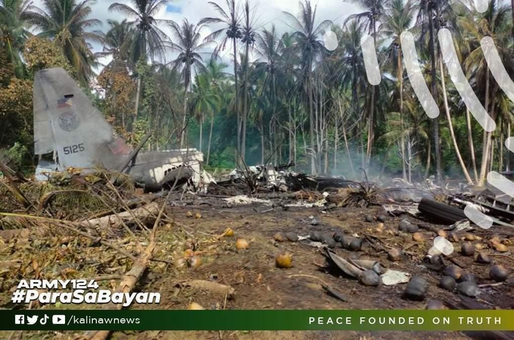На борту военного самолета находились 92 человека