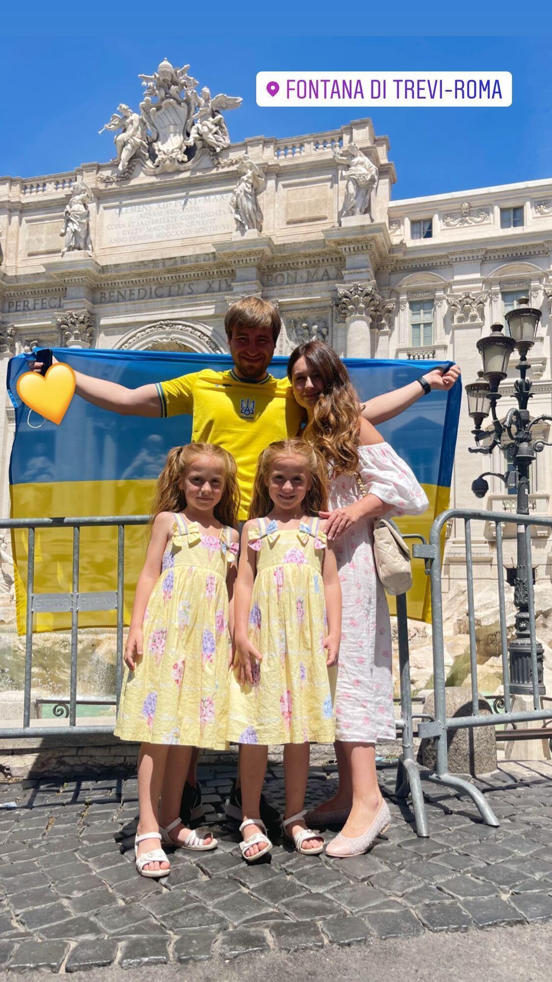 Марічка й Міланка з батьками