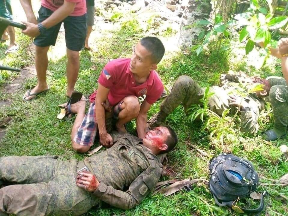 При крушении самолета пострадали военные