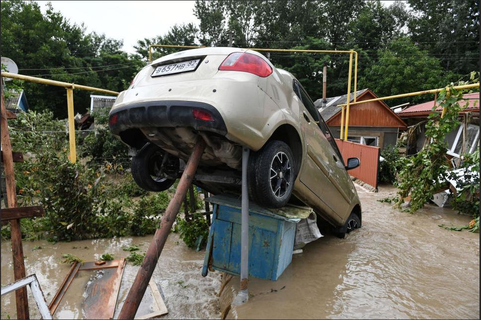 Потоки води зносили автомобілі