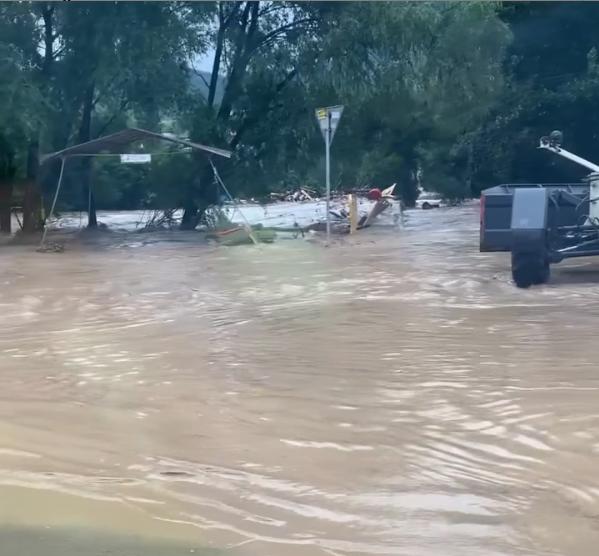 У Куйбишеві річка вийшла з берегів.