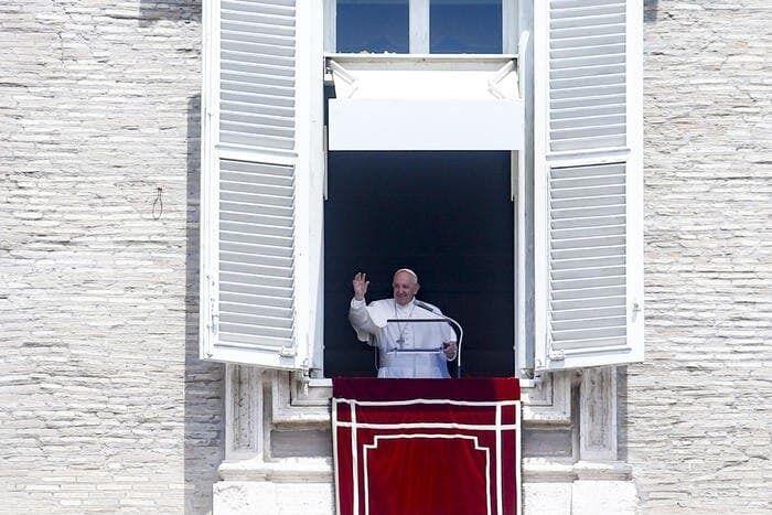 Папа Римский перенес операцию.