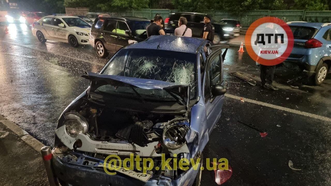 В результате аварии пострадала женщина и двое детей.