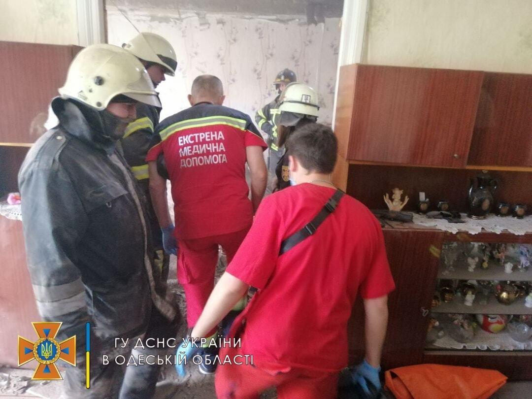 Под обрушенным потолком нашли тело женщины .