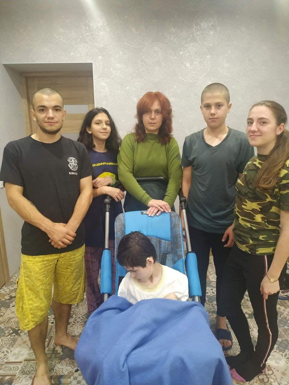 Виола Юлдашева со своей большой семьей