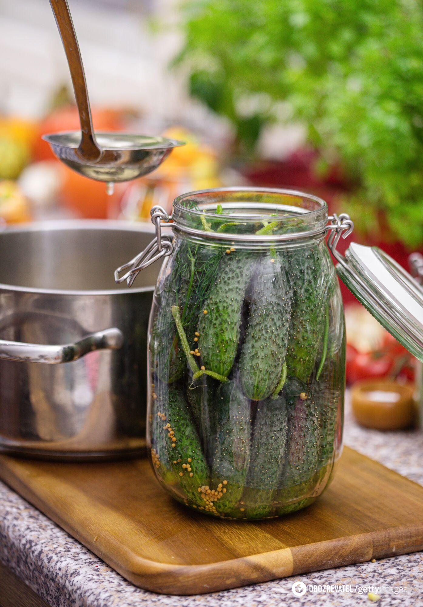 Огірки з кетчупом