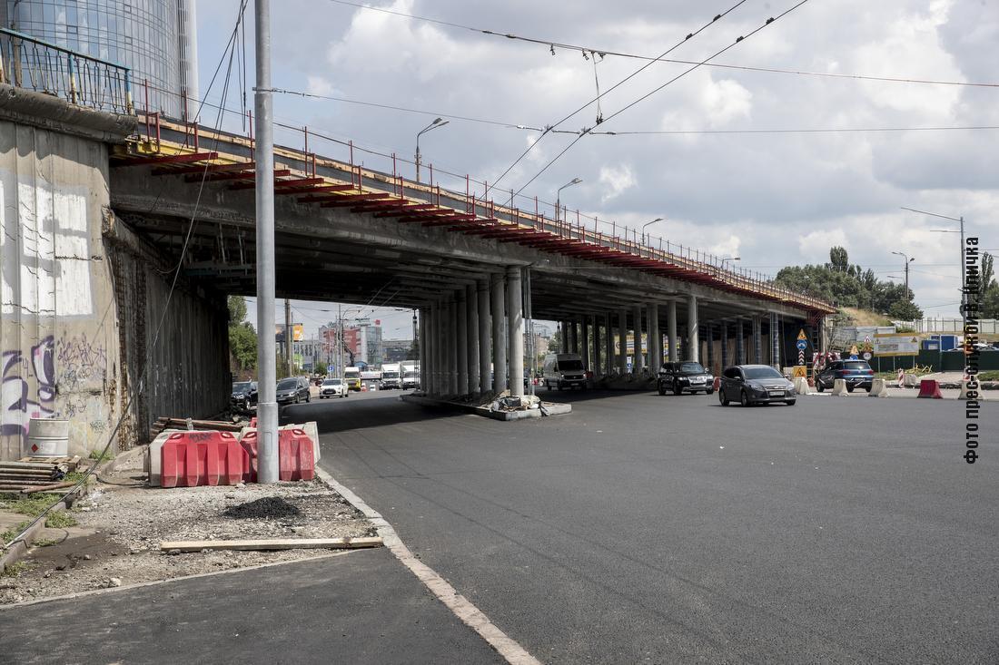 Кличко показал ремонт мостов и дорог в Киеве