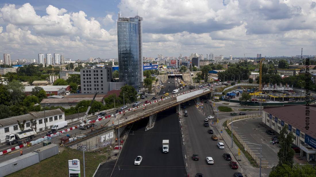 Ремонтирует город мосты и путепроводы, которые не видели ремонта более 30-40 лет