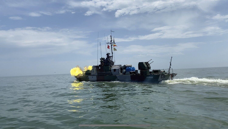 Проведено артилерійські стрільби по надводній і повітряній цілях