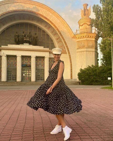Осадчая в стильном платье