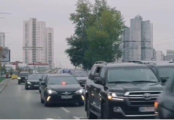Сумарна вартість авто становить понад 1 млн дол.