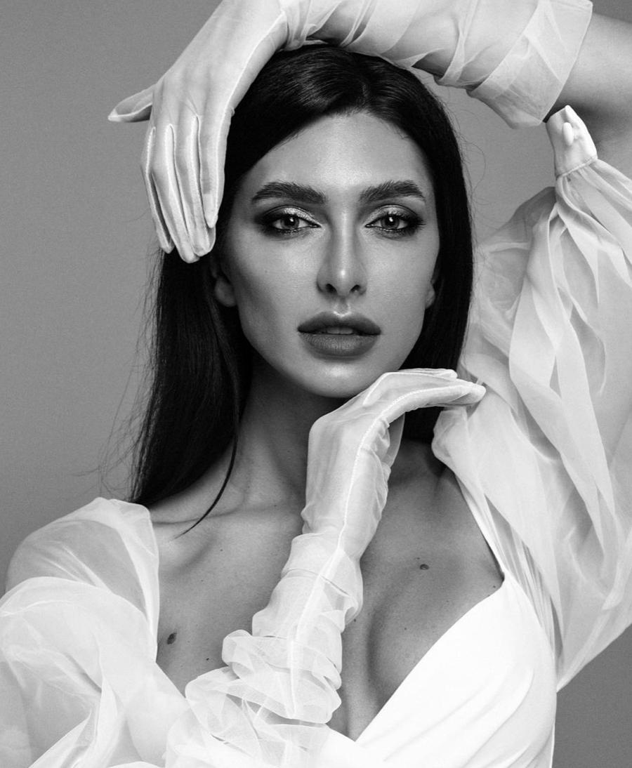 Каріна Мінаєва є професійною моделлю
