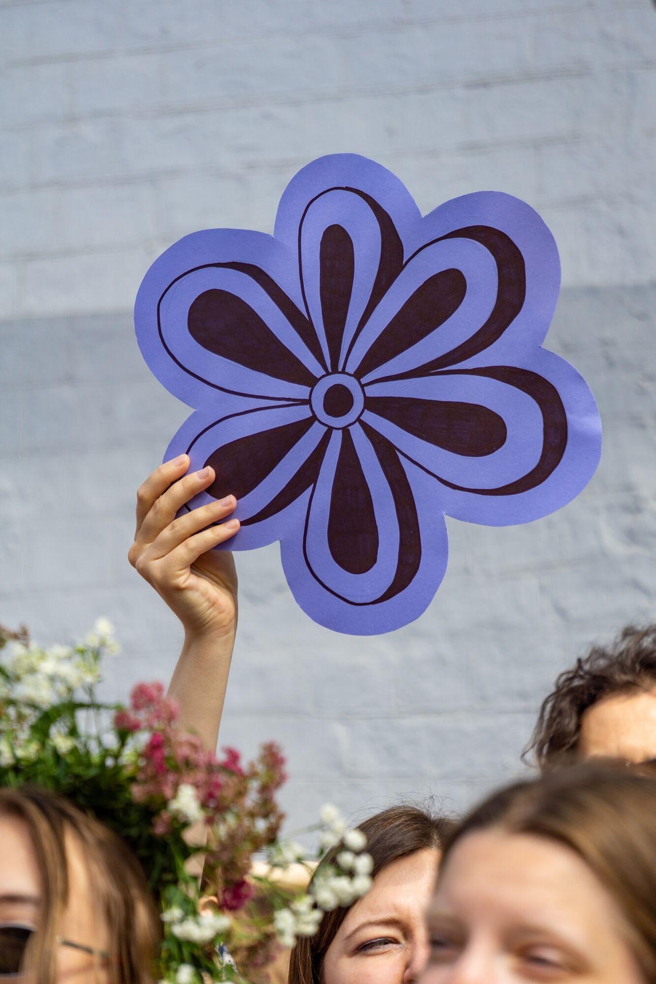 Квітка - символ знакової споруди.
