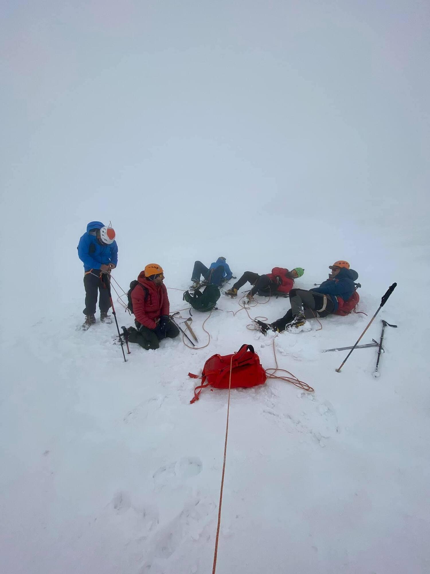 Несмотря на тяжелые погодные условия, участники прошли маршрут успешно.