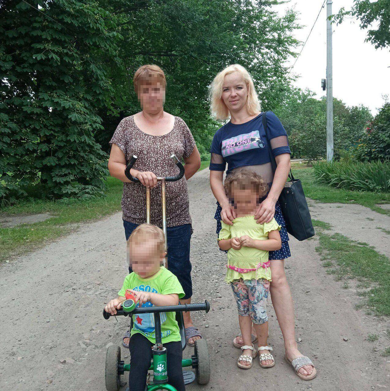 Марина (праворуч) із дітьми