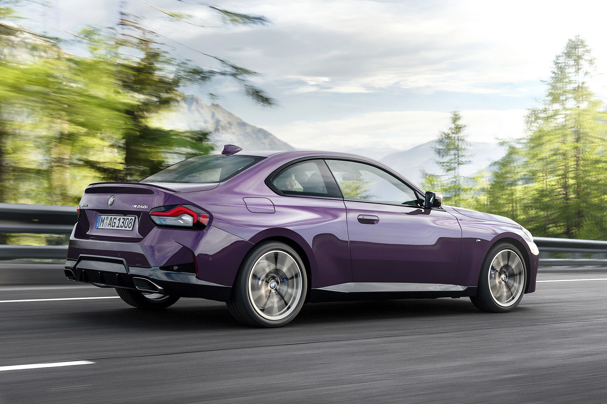 Максимальна швидкість BMW M240i xDrive Coupe обмежена електронікою на позначці 250 км/год