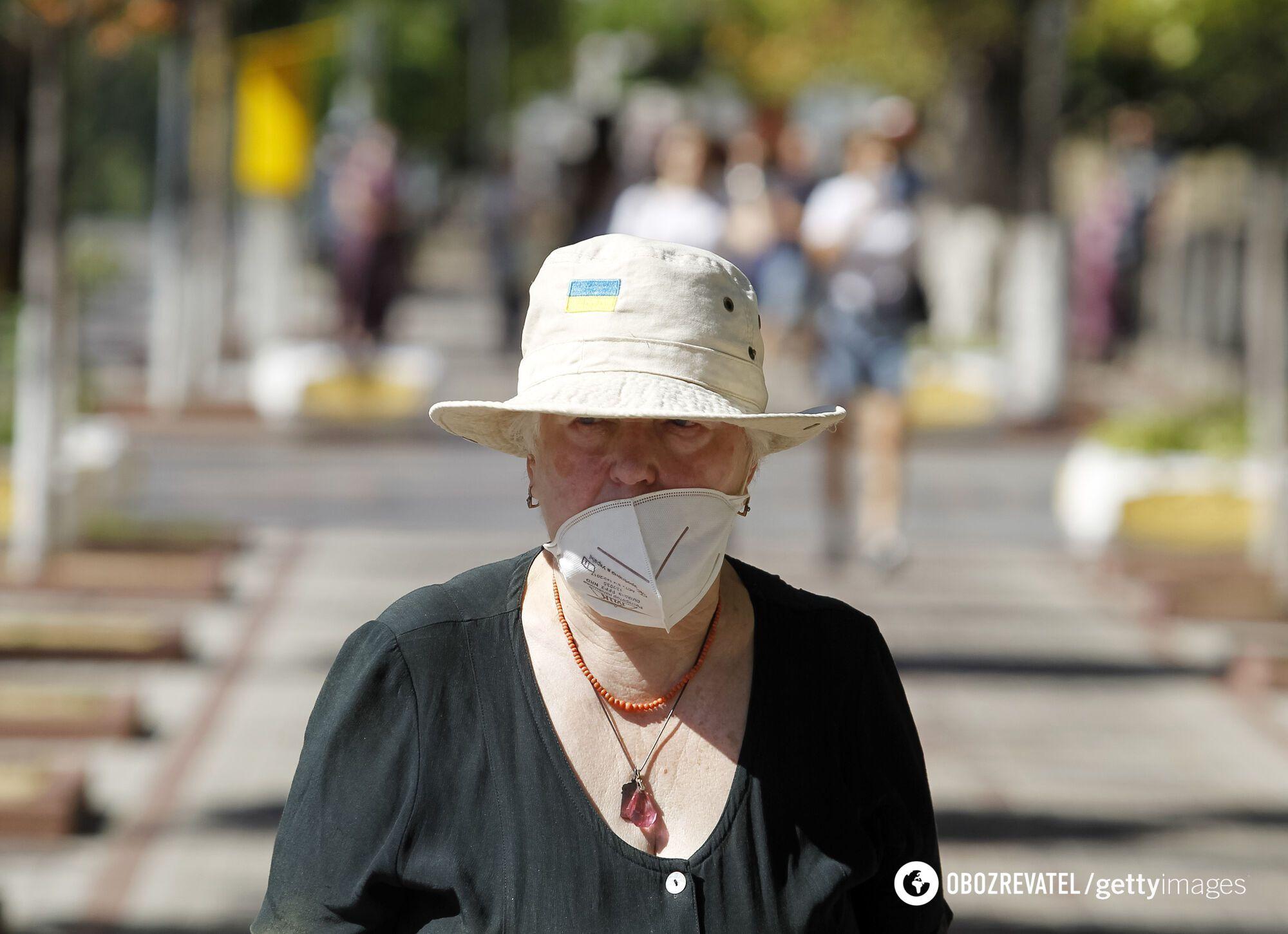 В Украине следует защитить от Дельты пожилых людей.