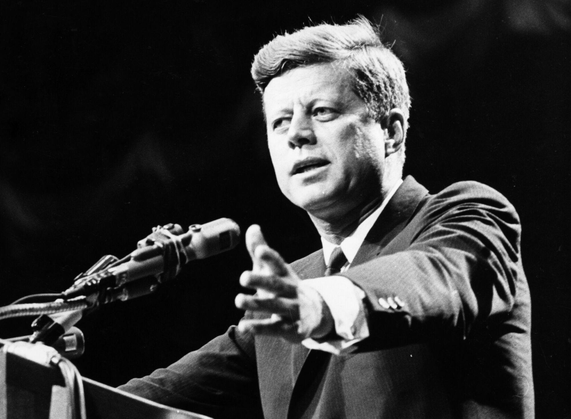 """Нібито Кеннеді казав, що СРСР виграв космічну гонку """"за шкільною партою"""""""