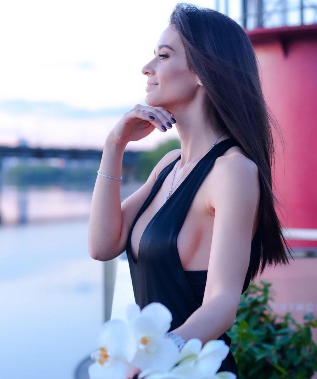Анна Сидорчук на берегу