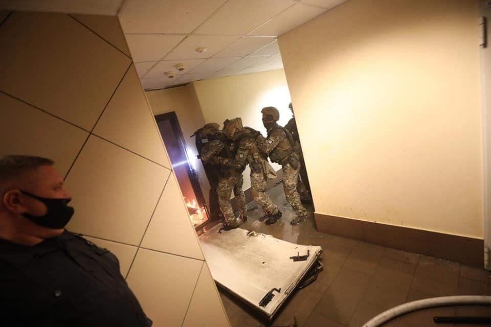 Для затримання правоохоронцям довелося вибити двері