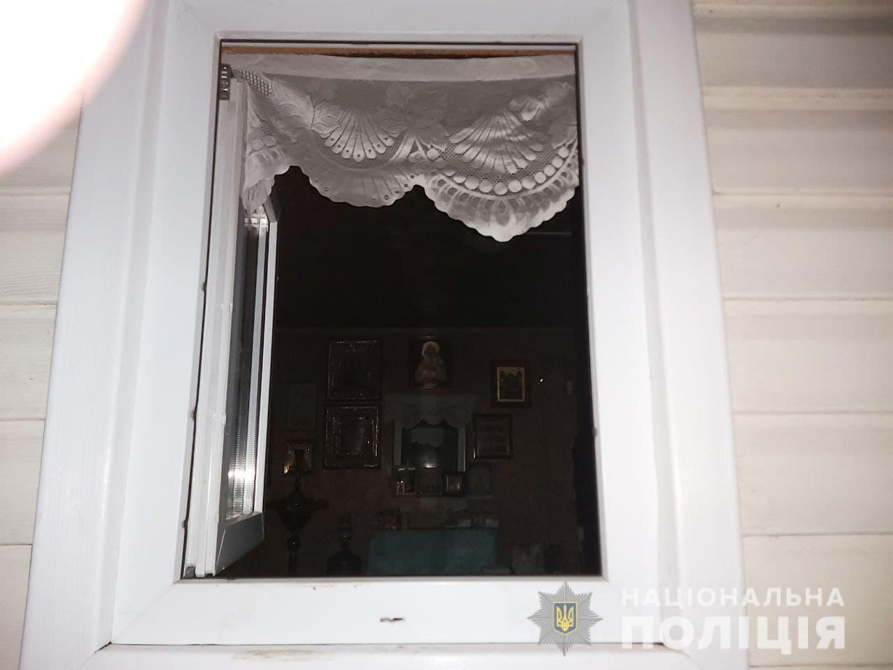 Зловмисник втік через вікно