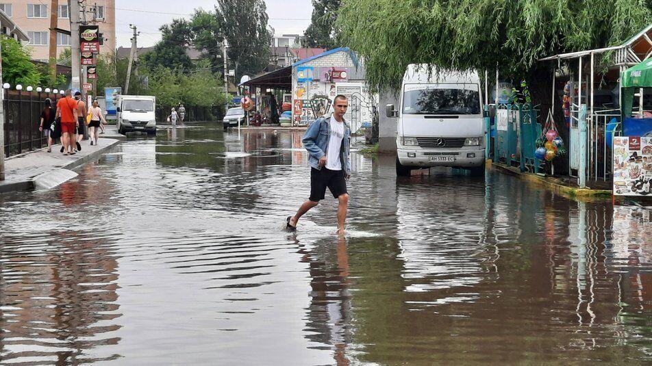 Рівень води на вулицях селища сягав подекуди 40 см