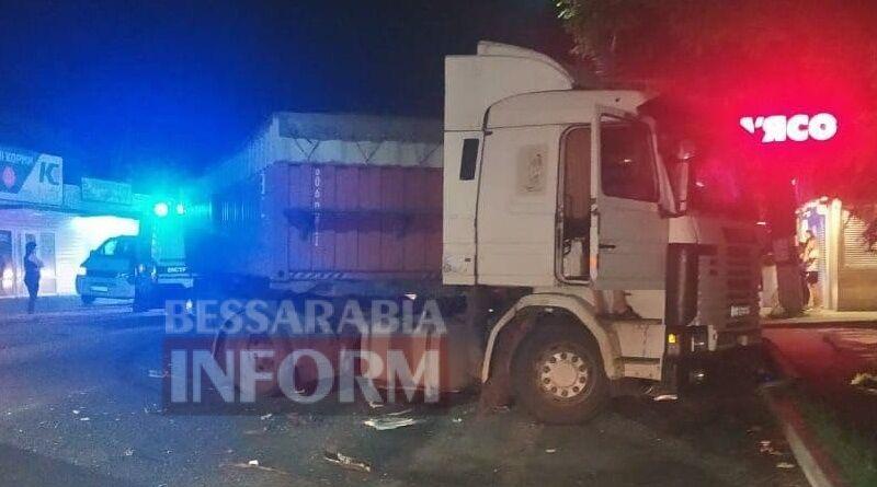 Водитель грузовика пытался уйти от лобового столкновения с авто