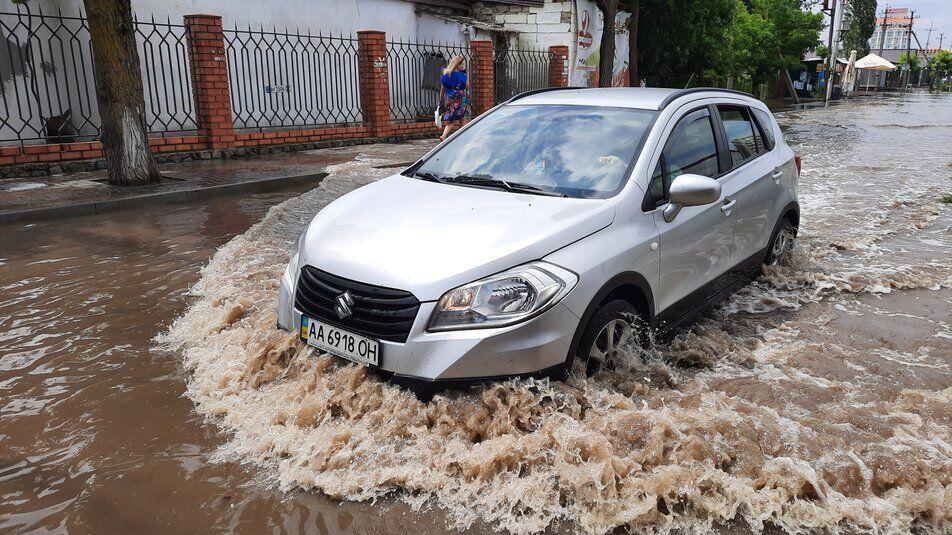 Авто в Коблевому губили номерні знаки у воді