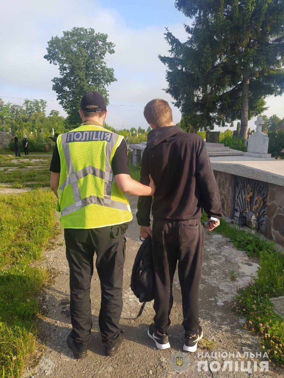 Полиция задержала вандала