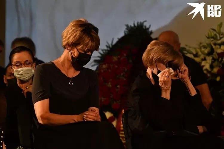 Вера Алентова постоянно плачет