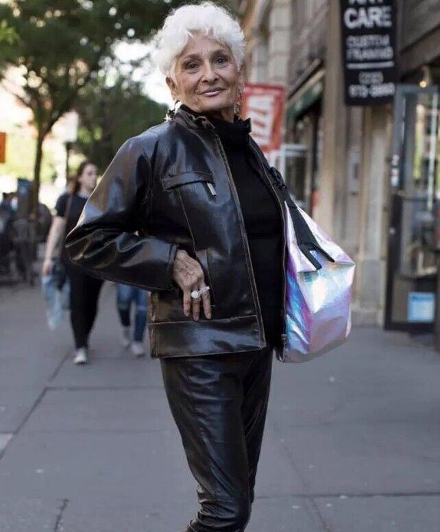 85-річна пенсіонерка шукає любов на сайті знайомств.