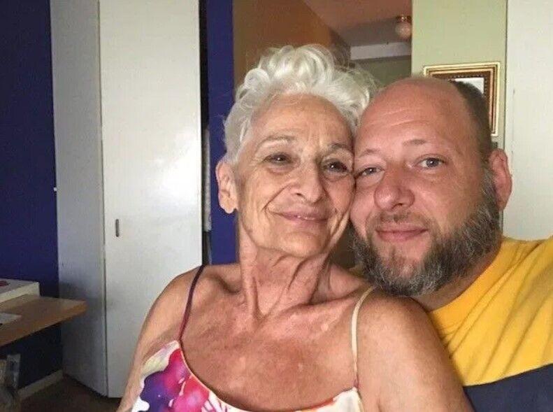 85-річна пенсіонерка шукає нові стосунки.