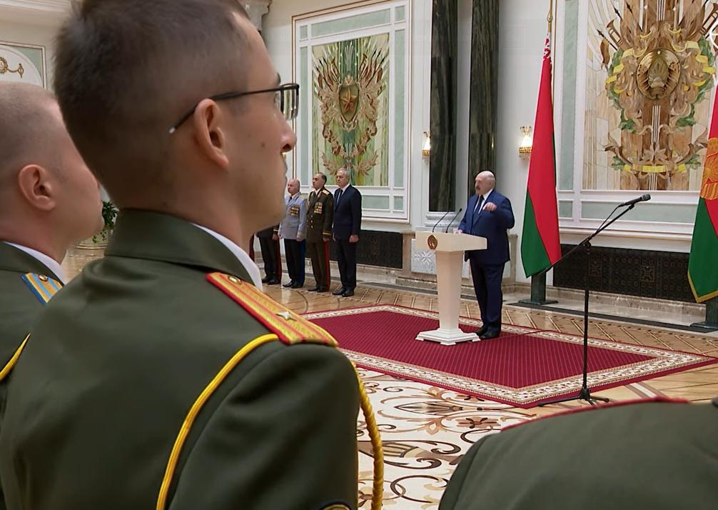 Выступление Лукашенко перед военными.