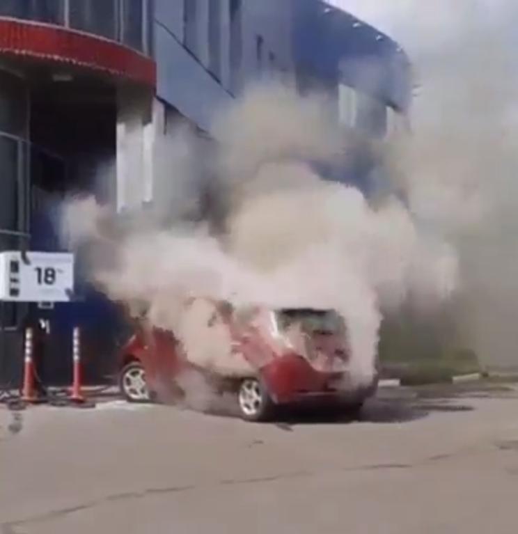 Машина сильно дымила