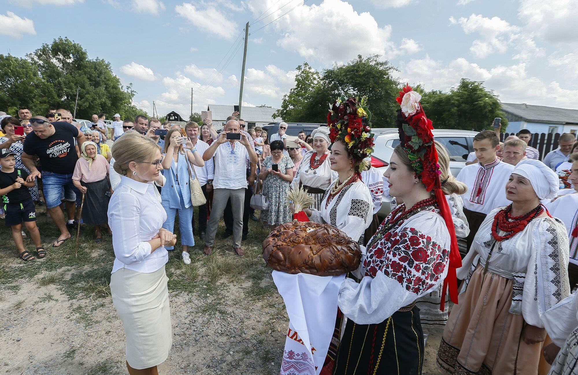 Тимошенко вважає, що захищати землю треба спільно