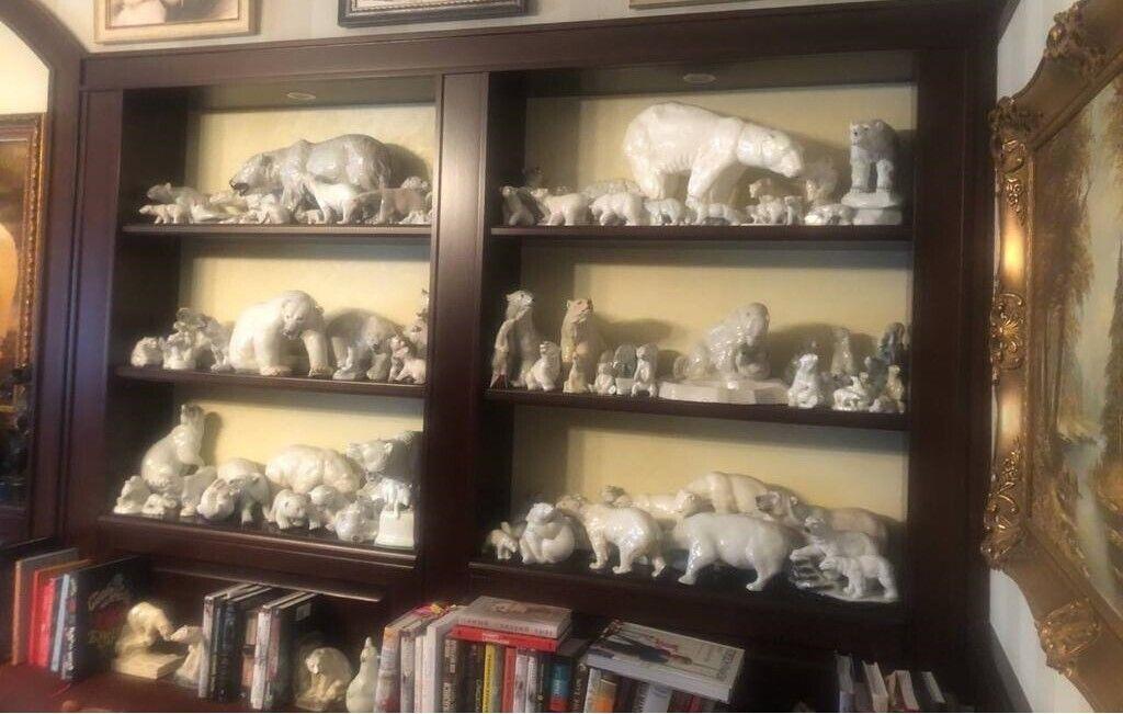 В Умки знайшли колекцію білих ведмедів