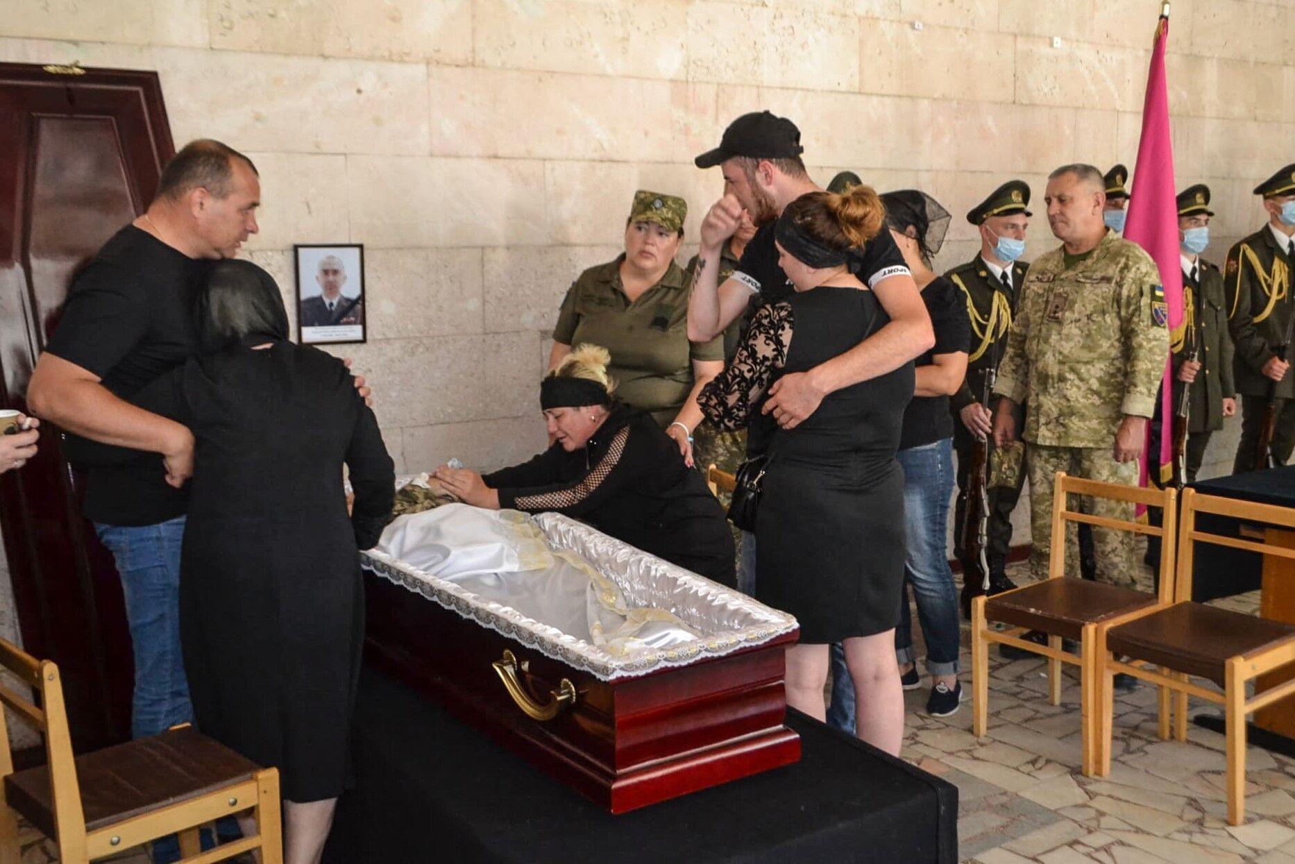 Прощання із полеглим воїном відбулося в гарнізонному будинку офіцерів