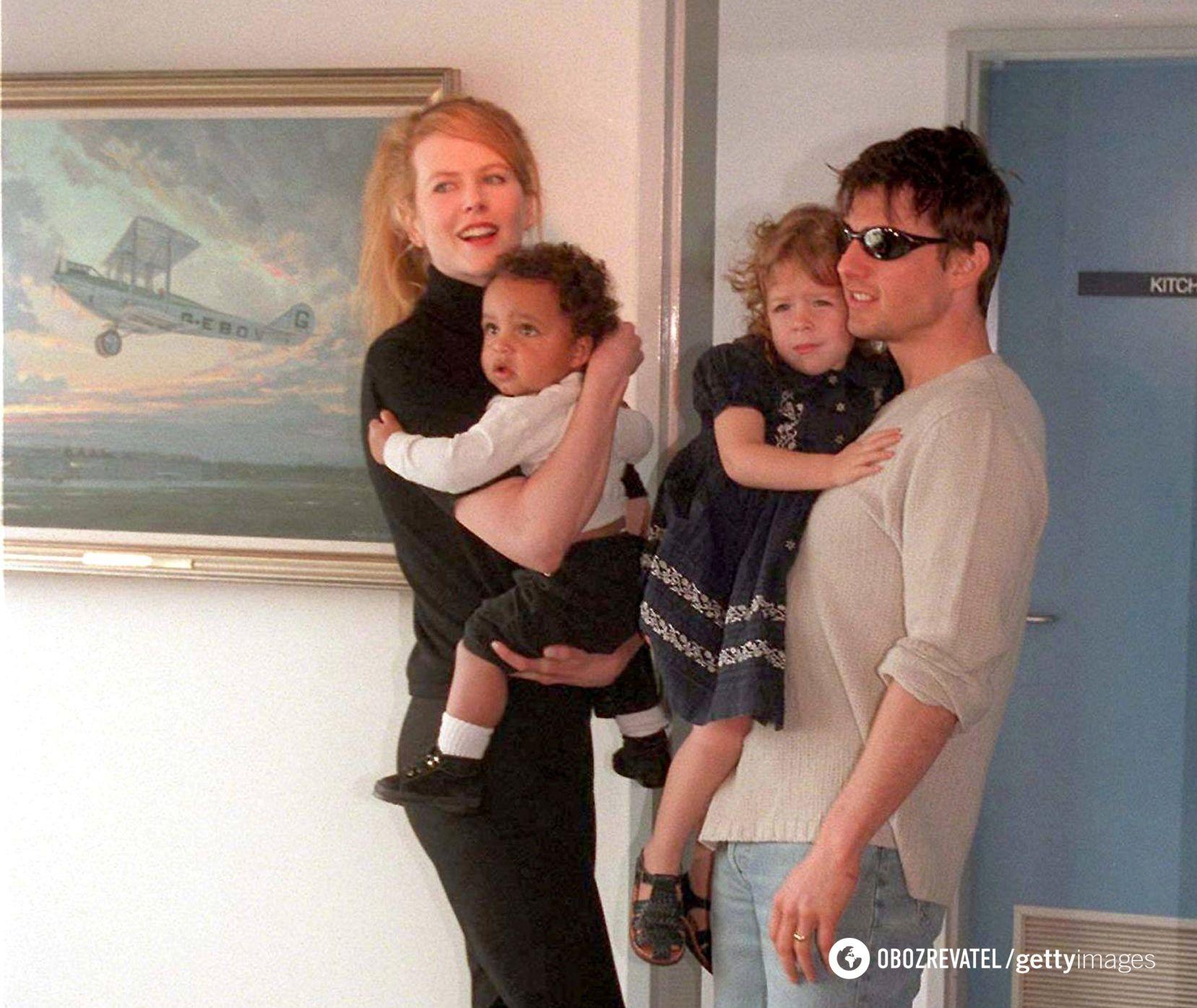 Кідман і Круз з маленькими дітьми в 2000 році.