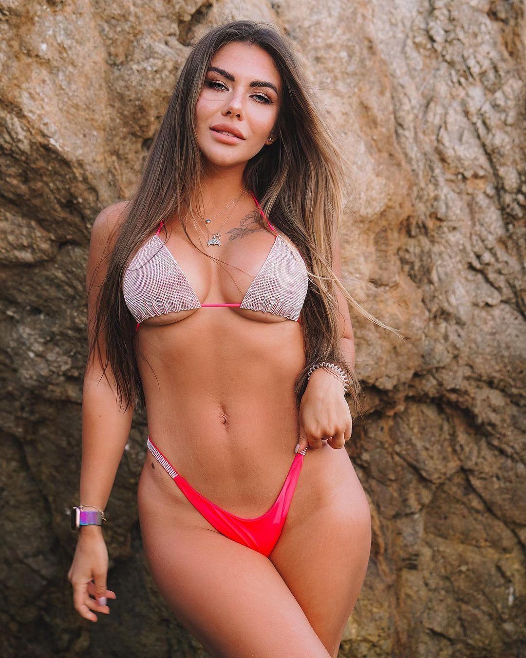 Стужук зізналася, що вважає зараз свої груди дуже великими