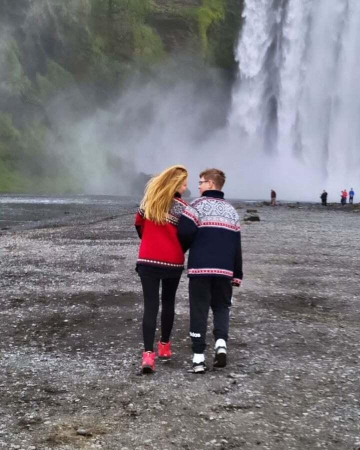 Кароль с сыном Вениамином отправилась в путешествие по Исландии