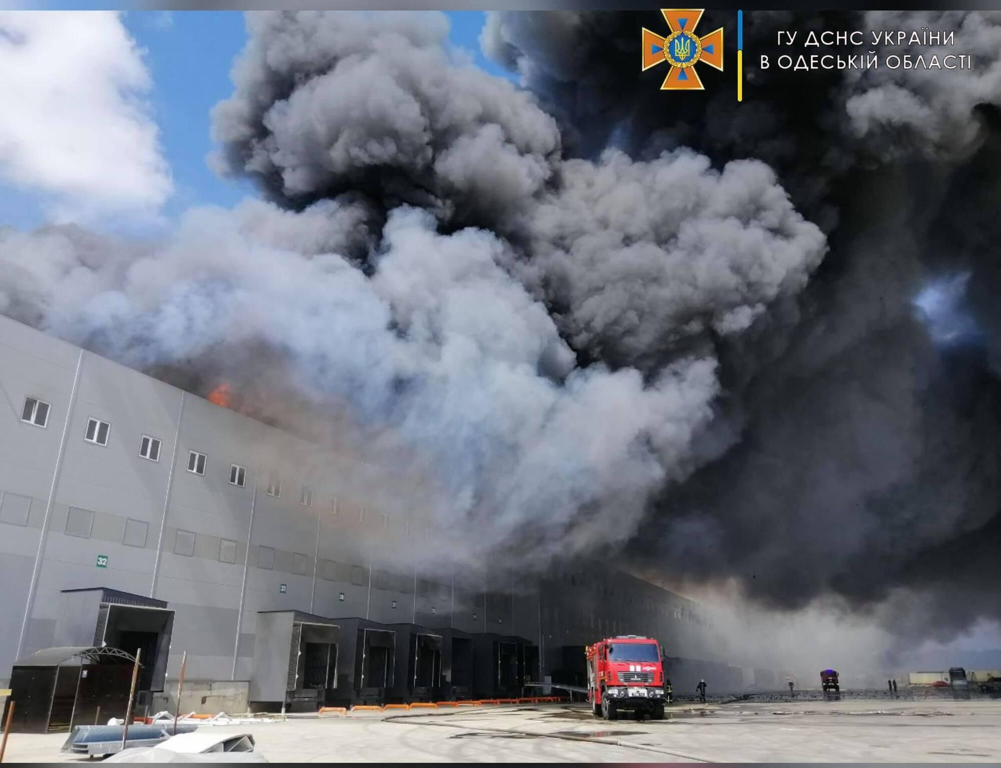 Масштабный пожар на складах.