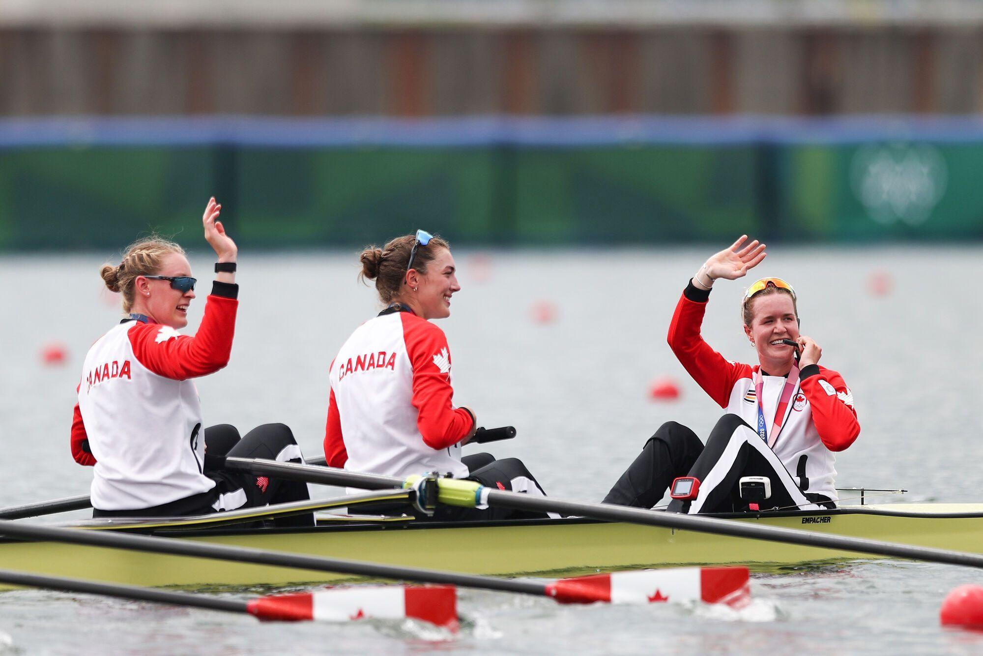 Кристен Кит с золотом ОИ-2020 (крайняя справа)