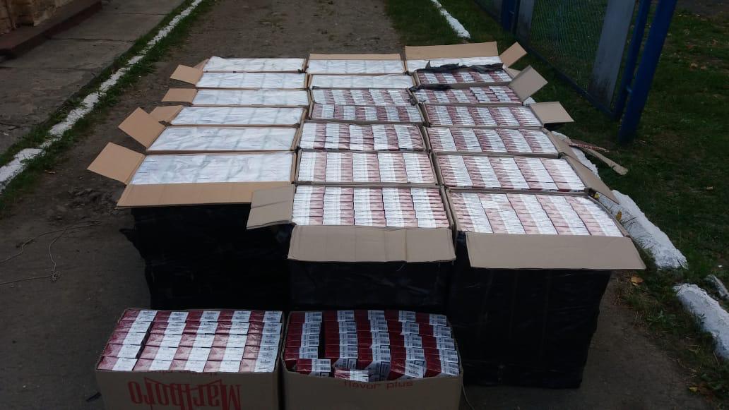 Через кордон намагалися перенести понад 10 тисяч пачок сигарет