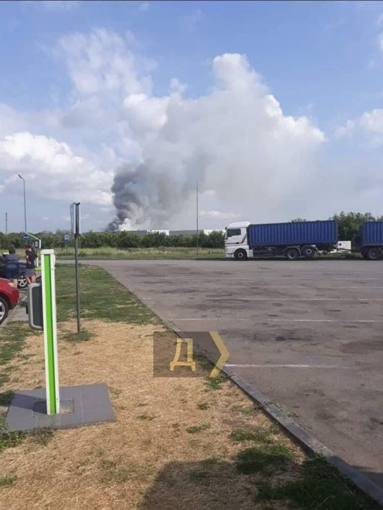 В Одесской области горят склады