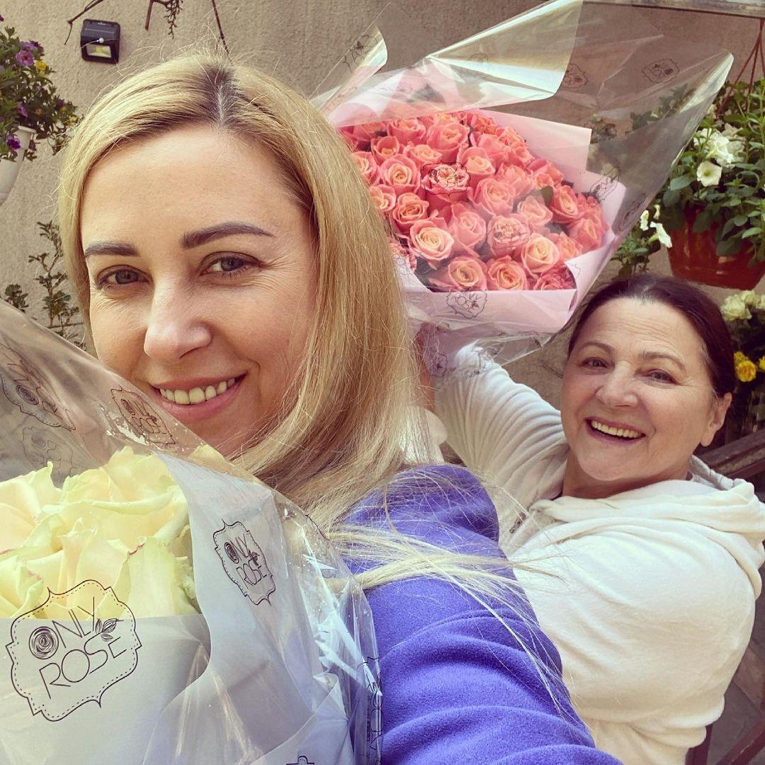 Украинская певица Тоня Матвиенко с мамой