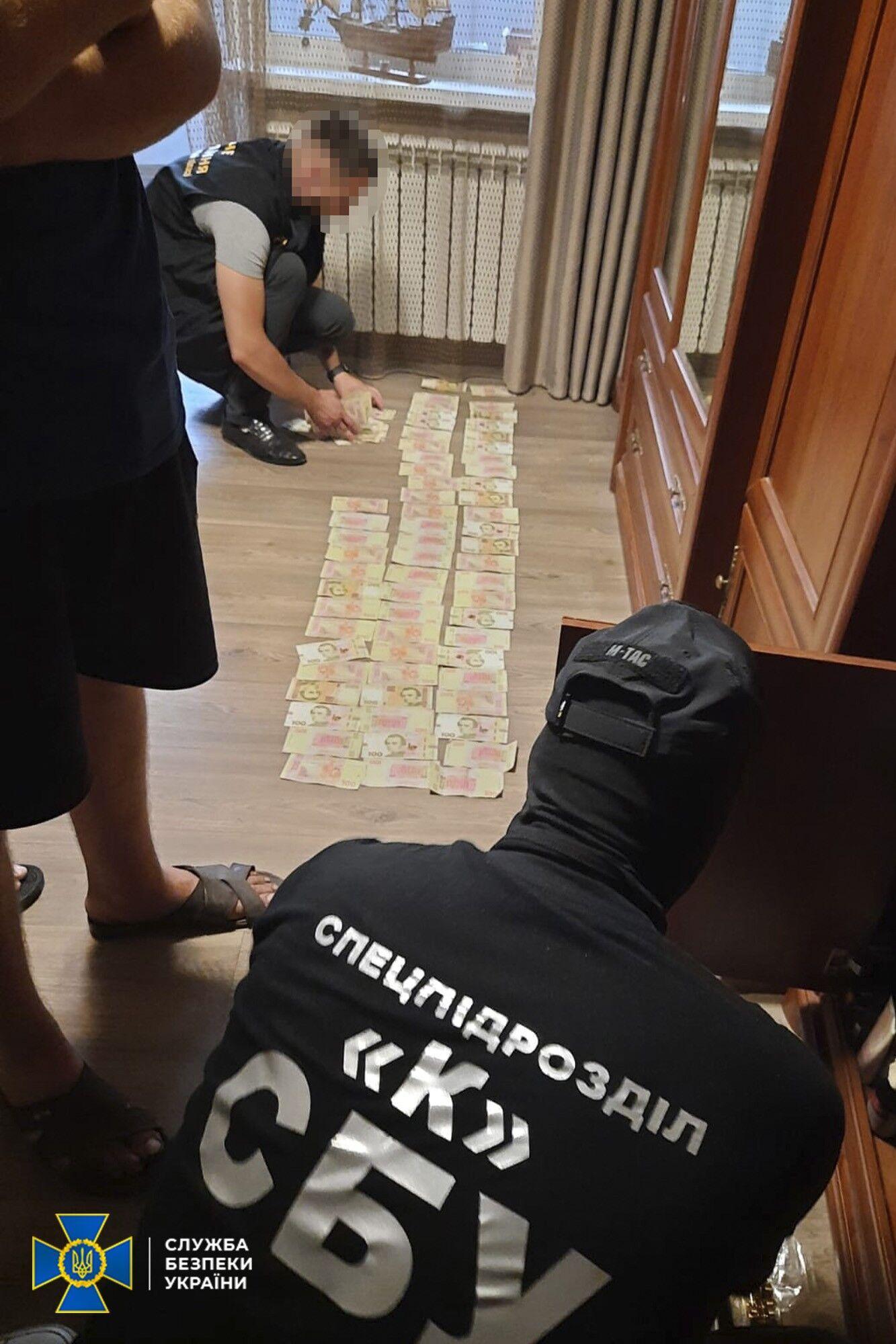 """У членів ОЗГ виявили великі суми грошей, ймовірно, незаконно вилучених у """"боржників"""""""