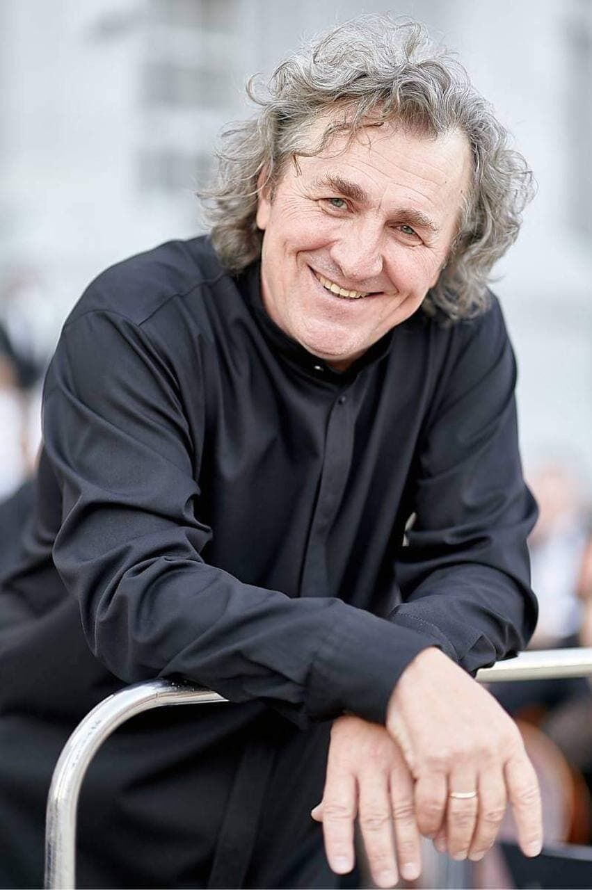 Художественный руководитель и главный дирижер оркестра – Владимир Сиренко